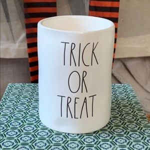 🍬Rae Dunn TRICK OR TREAT 13.2oz Candle Brand New